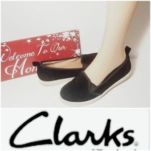 CLEARANCE Clarks soft cushion sneakers